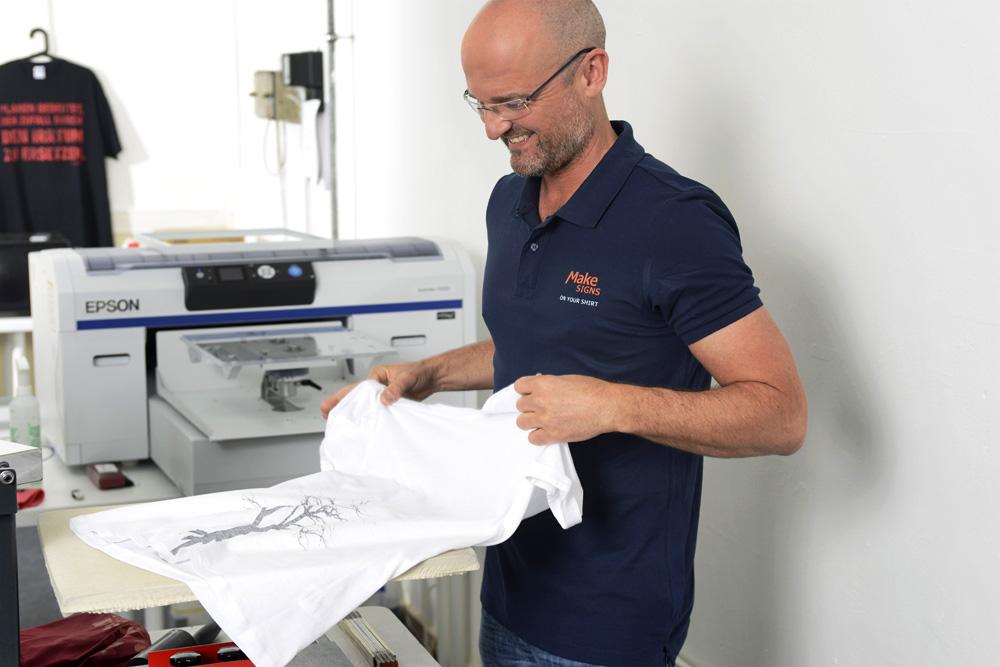 Textildruck von Makesigns Mediendesign: Qualitativ hochwertige und haltbare Drucke.