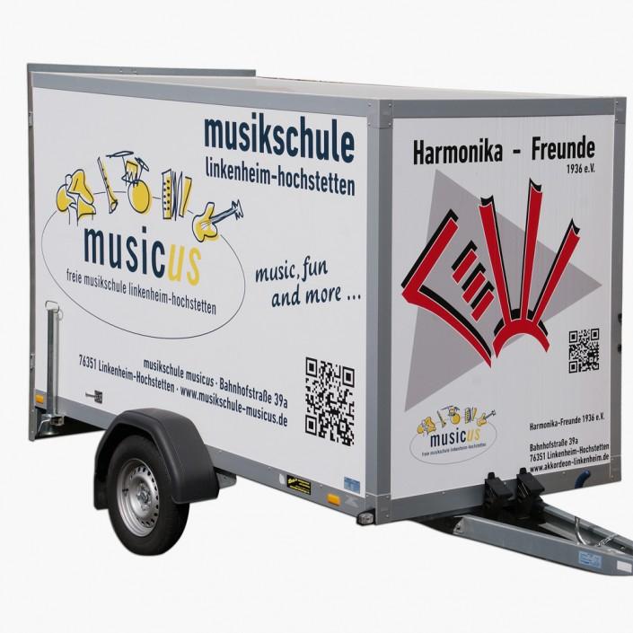 Hängerbeschriftung der Musikschule Musicus und des Harmonikavereis.